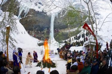 乳穂ヶ滝氷祭